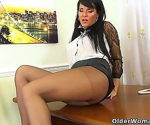English milf Eva May dildos her nyloned fanny 12 min 720p